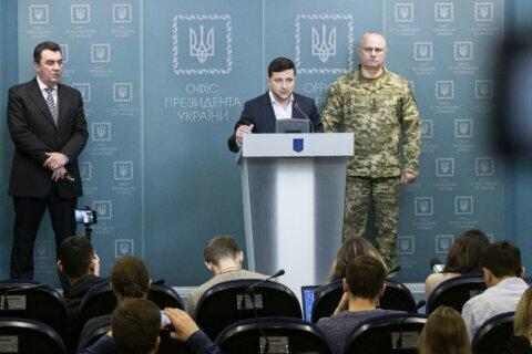 Government troops, rebels exchange fire in eastern Ukraine