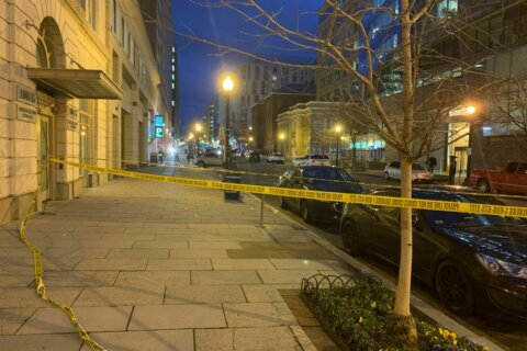 Man dead, suspect shot by police in downtown DC