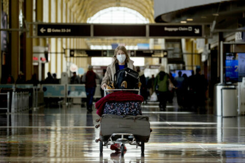 Masks will be required at Reagan National, Dulles airports