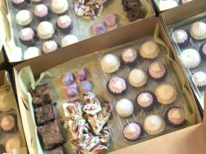 Westlake Legal Group treatsforfrontliners-cupcake-novelties-4-300x225 DC-area pastry chef sweetens the day for front-line workers virginia news pastry chef pastry Local News Lifestyle News hospitals Health & Fitness News gofundme Food & Restaurant News Fairfax County, VA News cupcakes coronavirus Business & Finance
