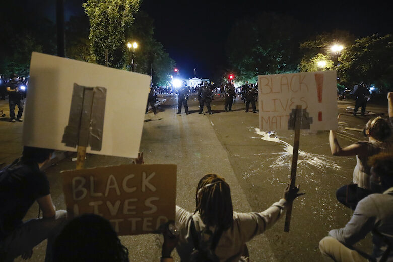 <p>Demonstrators pprotest the death of George Floyd, Sunday, May 31, 2020, near the White House in Washington. Floyd died after being restrained by Minneapolis police officers (AP Photo/Alex Brandon)</p>