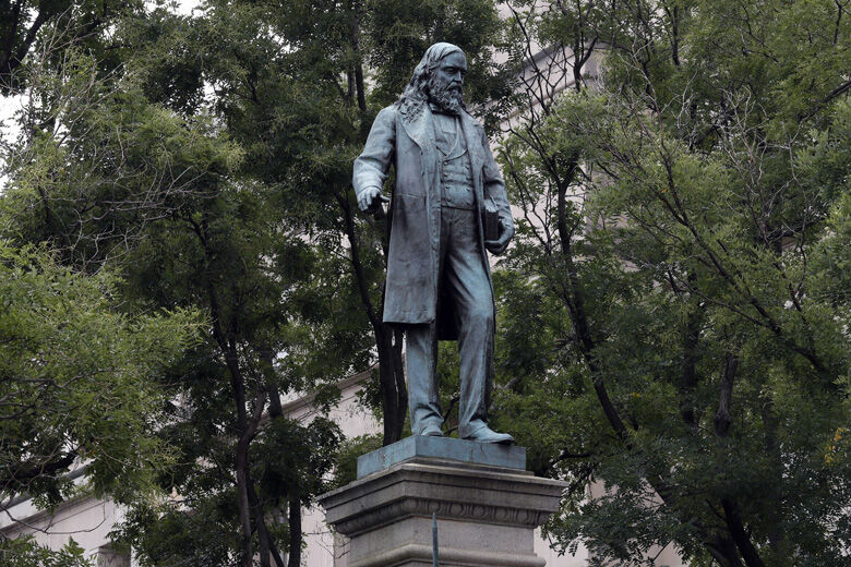 Protesters tear down Albert Pike statue in DC | WTOP