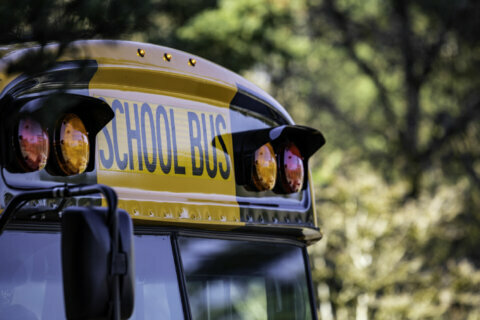 Loudoun Co. teachers back distance learning as parents make return-to-school choice
