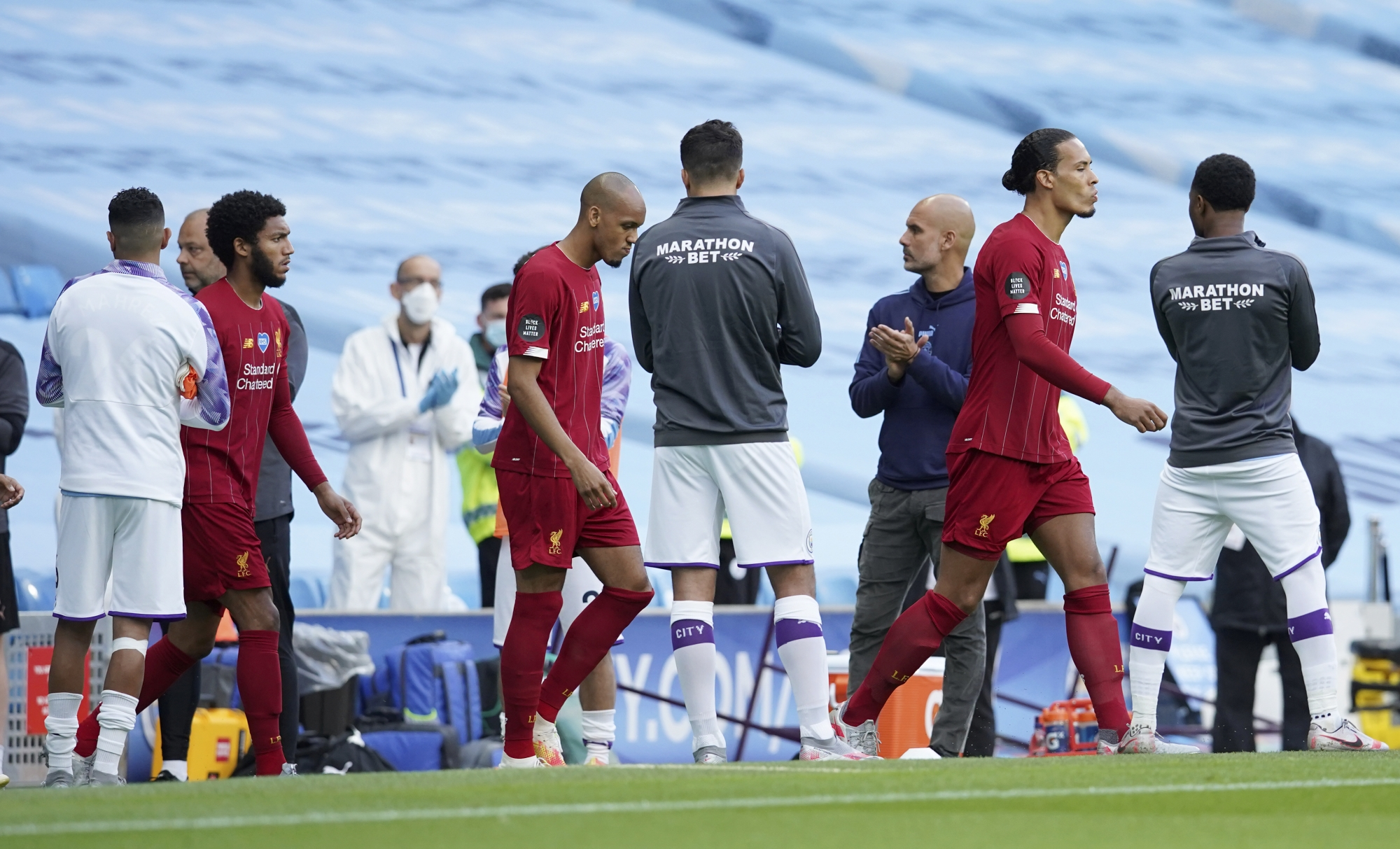Игроки «Манчестер Сити» сделали чемпионский коридор «Ливерпулю»