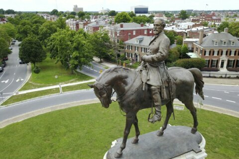 Robert E. Lee statue becomes epicenter of protest movement