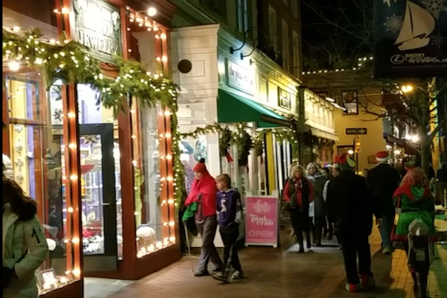 Downtown Annapolis hosts Midnight Madness holiday shopping spree