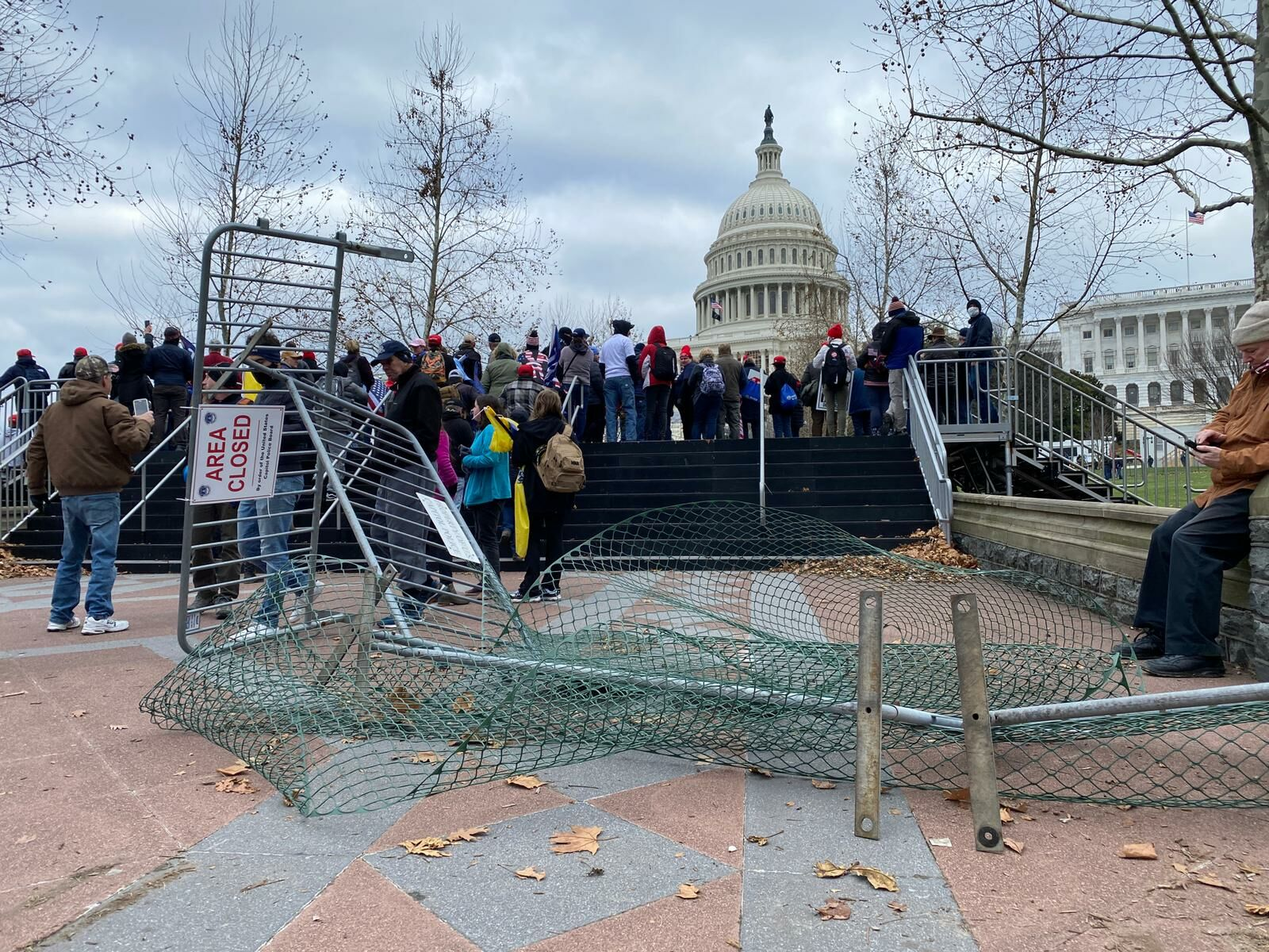 Chaos at Capitol as Pro-Trump protesters clash with police during 2nd day of rallies | WTOP