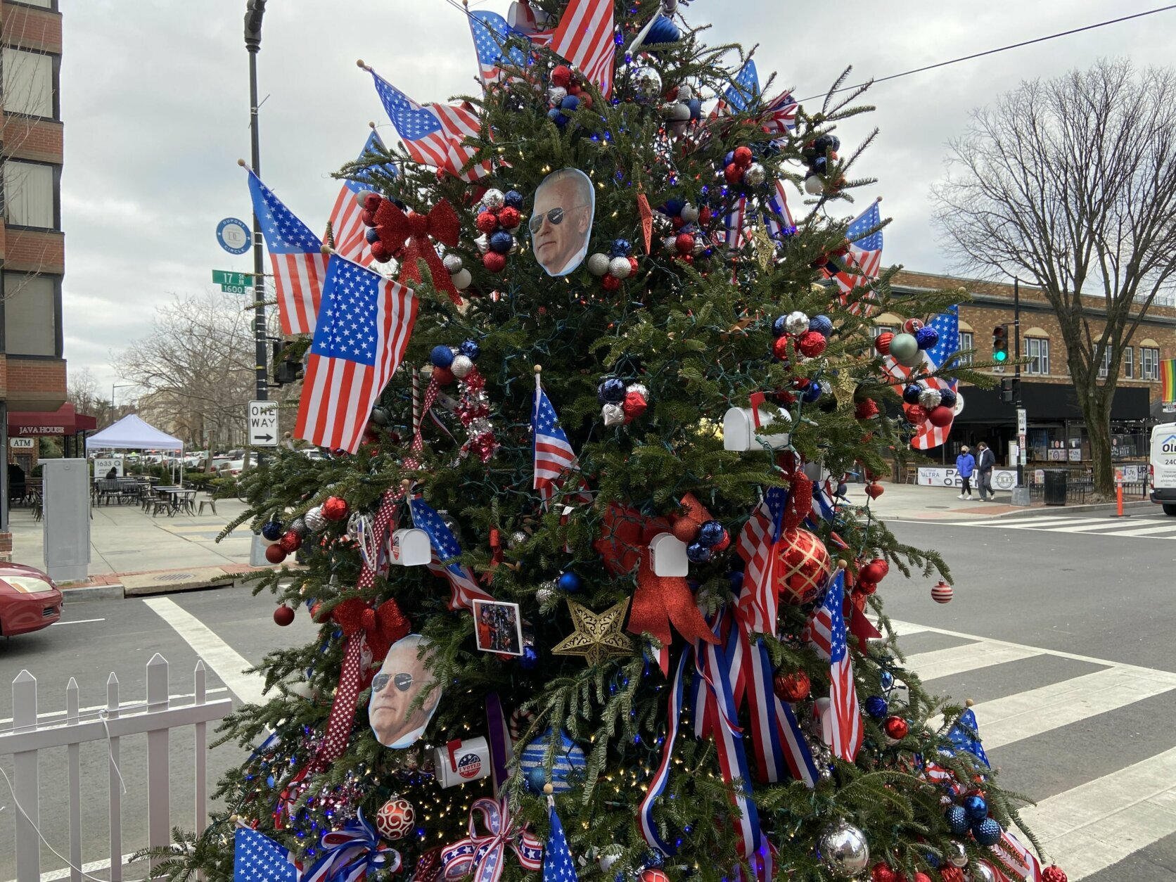 Christmas Day In Dc 2021 Story Behind Kamala Harris Themed Christmas Tree In Dc S Dupont Circle Wtop