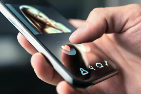 Watch out for dating app scammers this Valentine's Day, Leesburg police warn