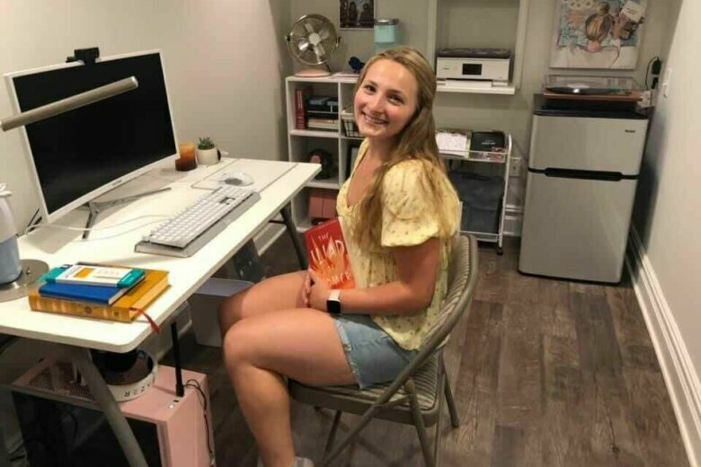 Female college student at desk.