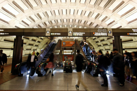 Malfunctioning Metro train near Gallery Place slows Yellow, Green Line service