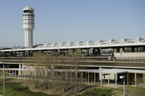 Virginia woman caught with loaded handgun at Reagan National Airport