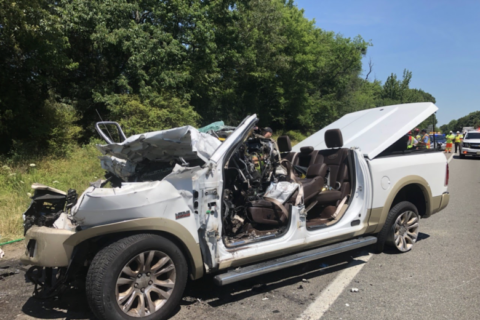 1 Alexandria woman dead, 1 man seriously injured after Friday morning crash on I-95