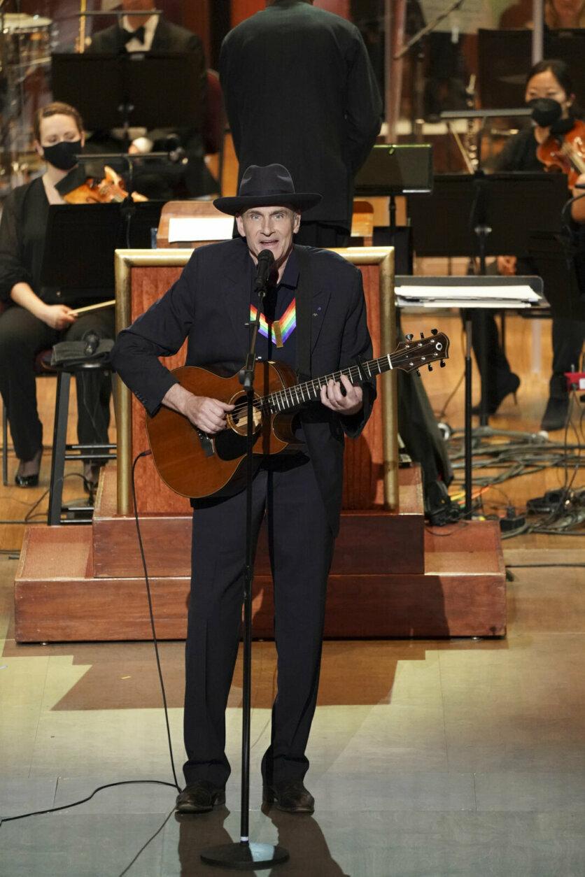 <p>James Taylor performs for Garth Brooks. (Gail Schulman/CBS)</p>