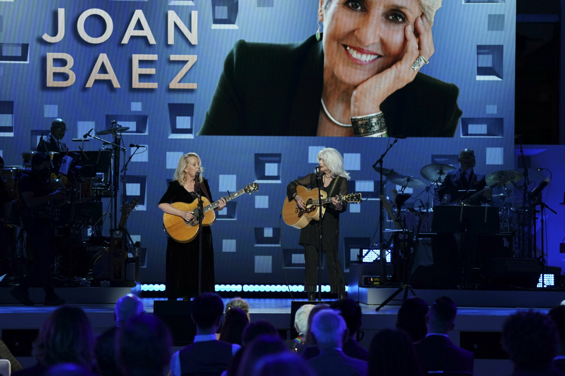 <p>Mary Chapin Carpenter and Emmylou Harris perform. (Gail Schulman/CBS)</p>