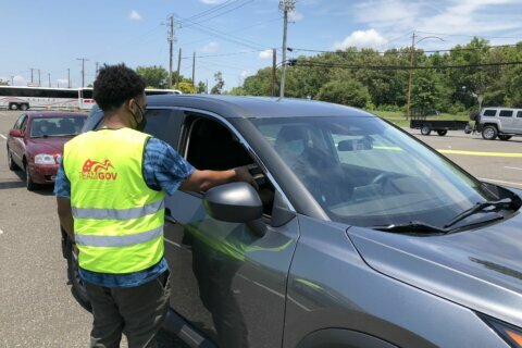 Volunteers 'Stand Up and Deliver' free meals in Prince George's Co.