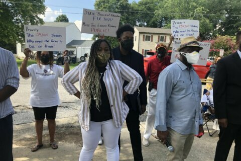 Rally calls on Prince George's Co. school board to end disputes