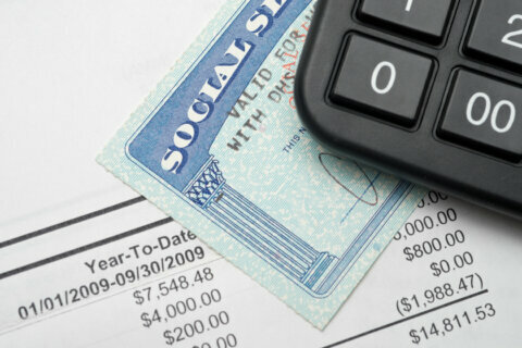 Liz Weston: Don't let Social Security steer you wrong