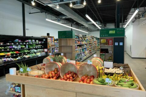 New grocer brings healthy options to Prince George's Co. food desert