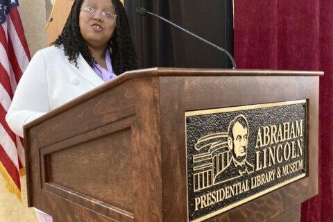 Illinois hopes 'better angels' prevail in Lincoln desk rehab