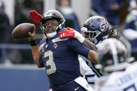 Seahawks silenced as big leads disappear in loss to Titans