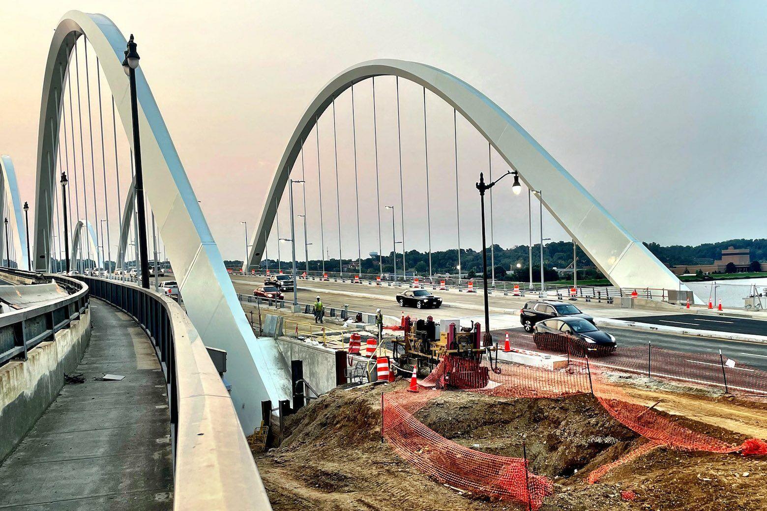 First weekday morning commute on new Frederick Douglass Bridge