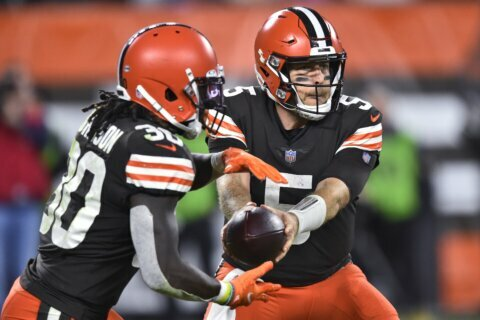 Keenum, 3rd-string back Johnson lead Browns past Broncos