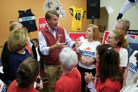 Youngkin's school warnings intensify GOP's suburban push